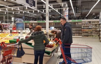 Les agriculteurs auprès des consommateurs pour lire les étiquettes