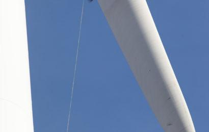 Les pales d'éolienne dans l'œil  du drone